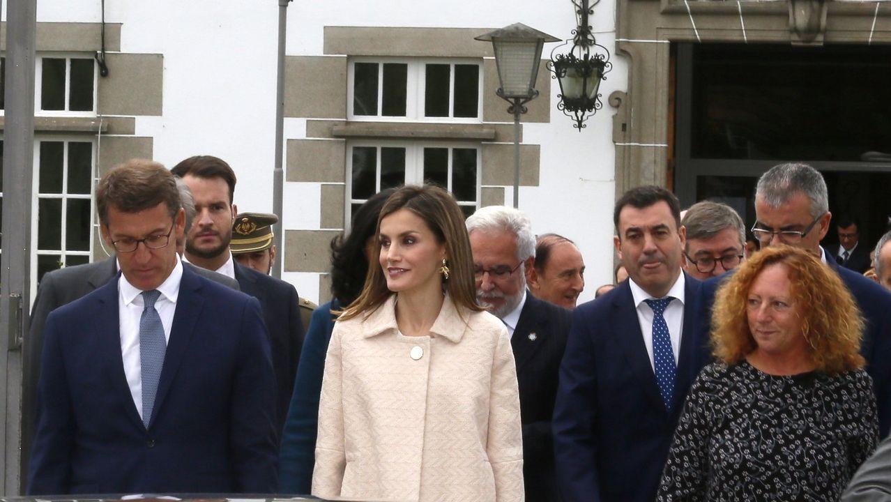 Los cinco años de reinado de Felipe VI en imágenes.Los reyes Felipe y Letizia, la princesa Leonor (2ªi) y la infanta Sofía (2d) posan ante el lago Enol tras un recorrido con motivo de la celebración del primer centenario del Parque Nacional de la Montaña de Covadonga -embrión del actual Parque de los Picos de Europa