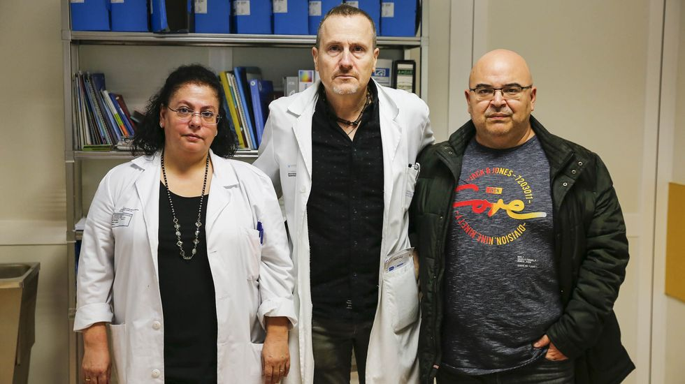 ASÍ HA CASTIGADO EL TEMPORAL A OURENSE.Javier Castrillo, en el medio, junto a Sonia García y Rogelio Viñán. Son los tres ginecologos del hospital de Verín