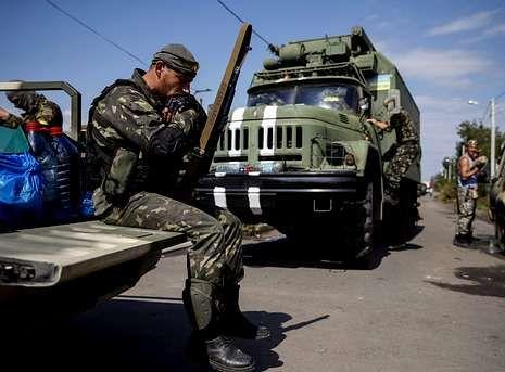 Así están votando los escoceses.Un soldado ucraniano descansa en la localidad de Volnovakha, en la región de Donetsk.
