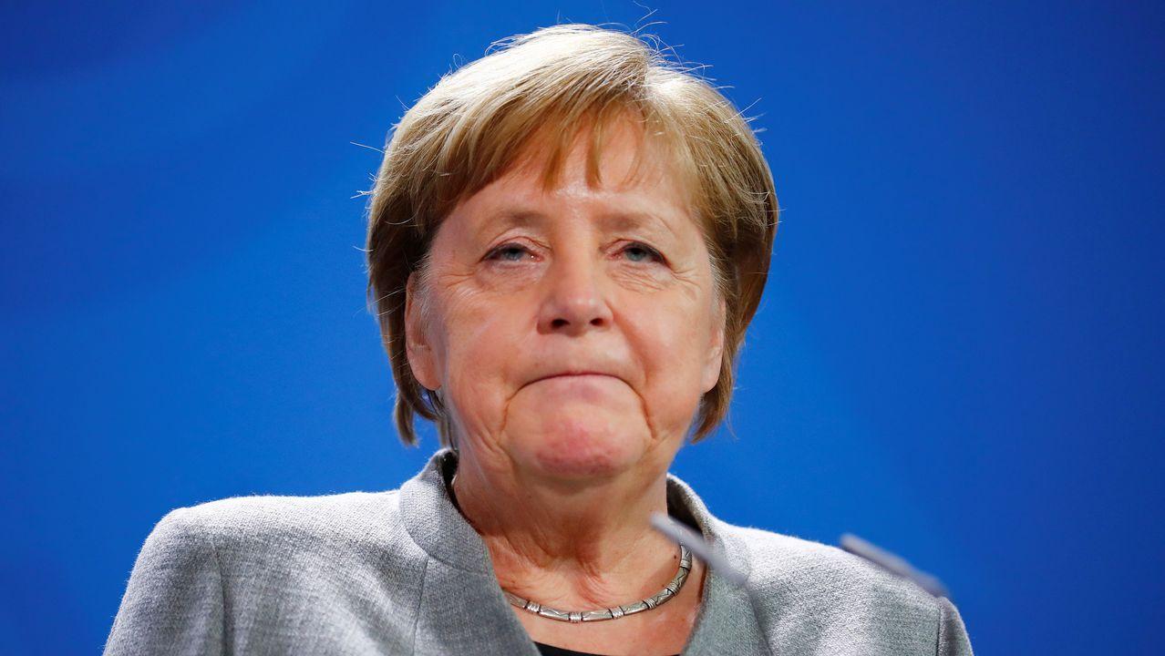 Merkel lamentó la decisión de Annegret Kramp-Karrenbauer y le pidió seguir como ministra de Defensa