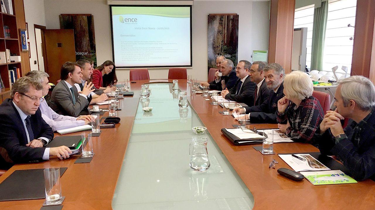 Los consejeros de Infraestructuras, Ordenación del Territorio y Medio Ambiente, Fernando Lastra, y de Empleo, Industria y Turismo, Isaac Pola, visitan la ampliación de instalaciones de Ence en Navia
