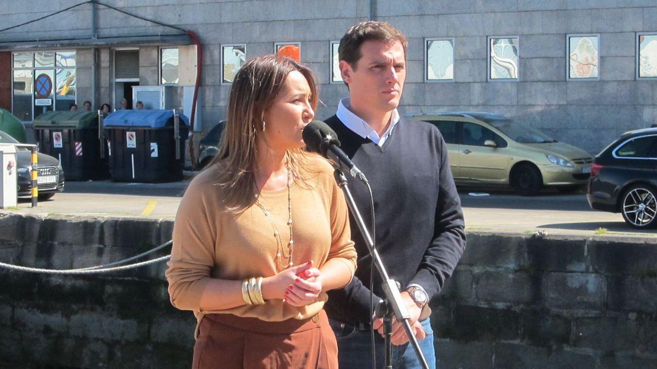 Así fue el debate entre los candidatos al Concello de Santiago. El presidente de Ciudadanos, Albert Rivera, y la candidata al Congreso por PontevedraBeatriz Pino, en una visita a Galicia que el líder liberal hizo en marzo