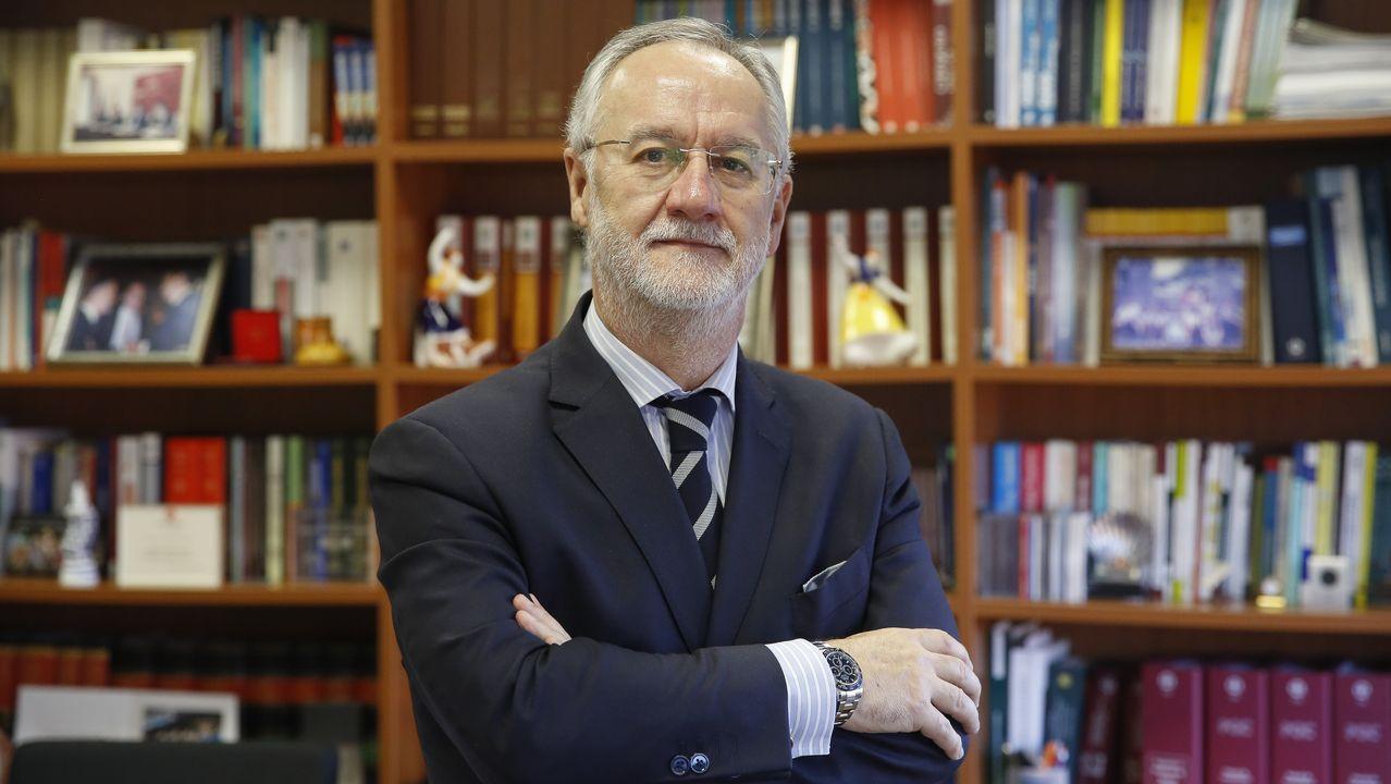 El presidente del Club Financiero de Santiago, Roberto Pereira, avisa de los problemas que traerá el endeudamiento