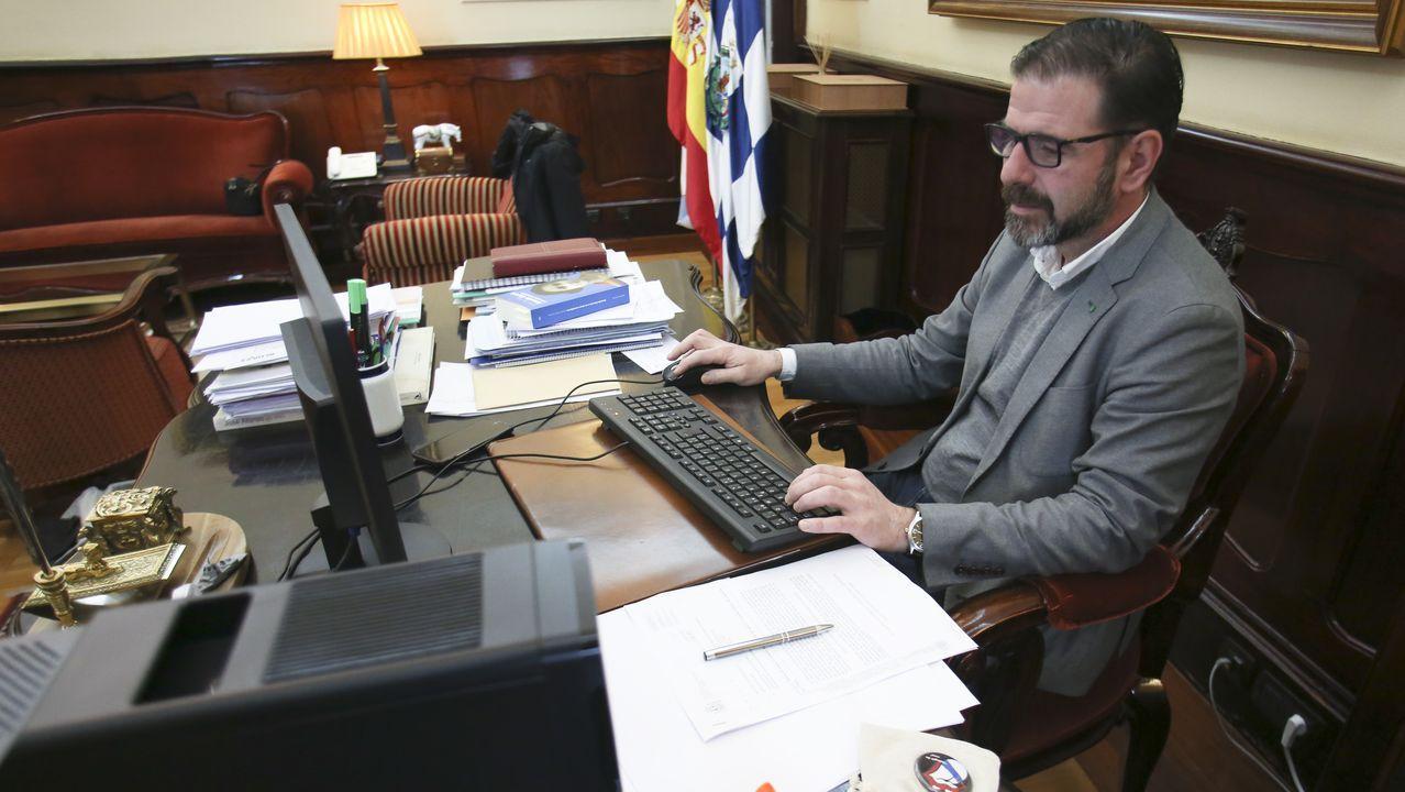 Urkullu sobre el vertedero de Zaldibar: «Nadie está escatimando esfuerzos para revertir la situación».Ángel Mato, en su despacho de Alcaldía
