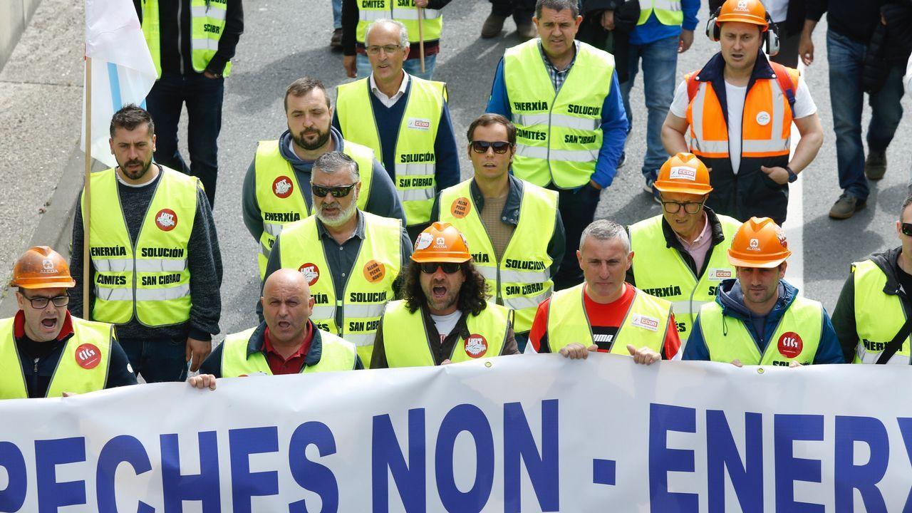 Manifestación en Santiago: «Por unha solución enerxética».Fábrica de Ferroatlántica en el polígono de Sabón