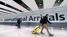 Viajeros a su llegada al aeropuerto de Heathrow, en Londres