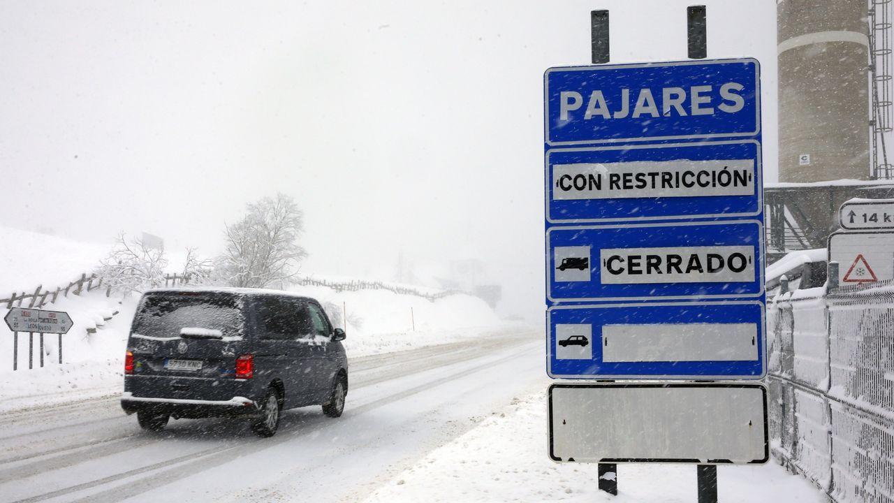 La nieve impone restricciones al tráfico entre Asturias y León
