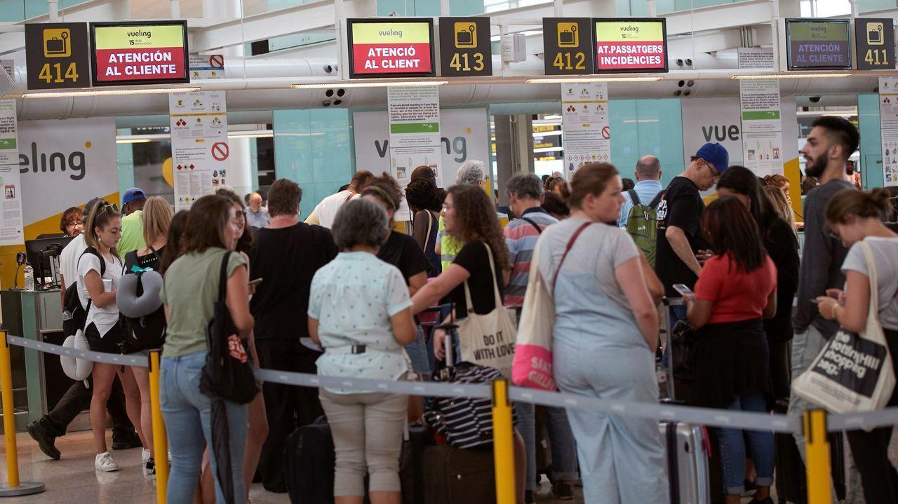 Vueling ha sido la compañía más afectada por el paro y el aguacero que dejó más de 40 litros por metro cuadrado en media hora en Barcelona y que obligó a cerrar una hora el aeropuerto de El Prat