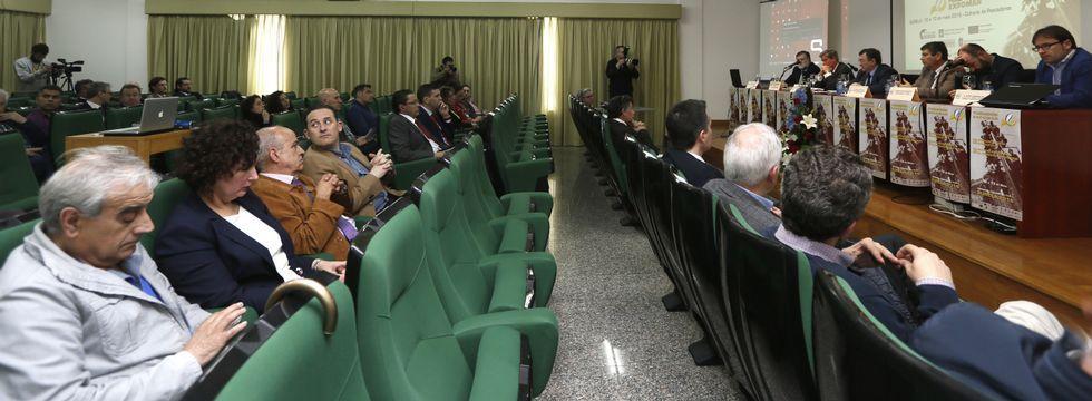Xornadas Técnicas Expomaren Burela.Discursos de apertura, ponencias y opiniones del público coincidieron ayer en Burela al reivindicar el peso de la pesca.