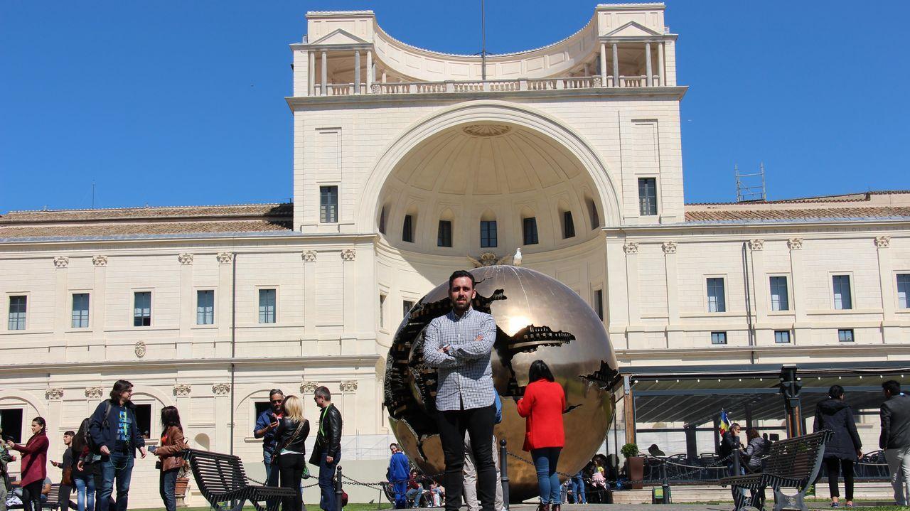 El papa Francisco pone freno al negocio en el santuario de Lourdes.Xavier Dolan, este jueves en Cannes