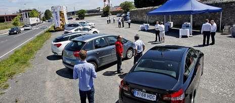 Los taxistas tuvieron ocasión de probar los nuevos vehículos pensados para el sector.