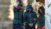 La Guardia Civil busca pruebas en la casa llanisca del presunto instigador de la muerte de Ardines