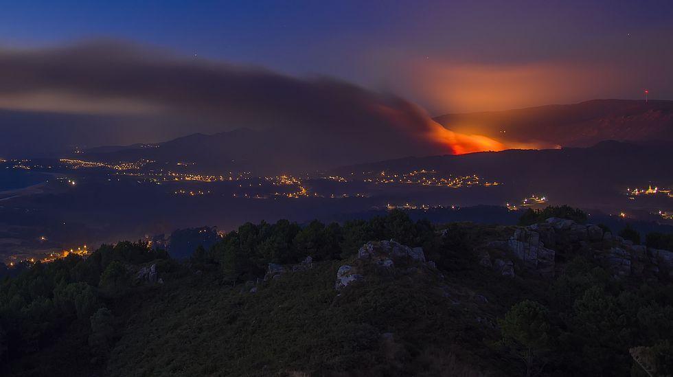 Los vecinos de Porto do Son se sumaron a la lucha contra las llamas