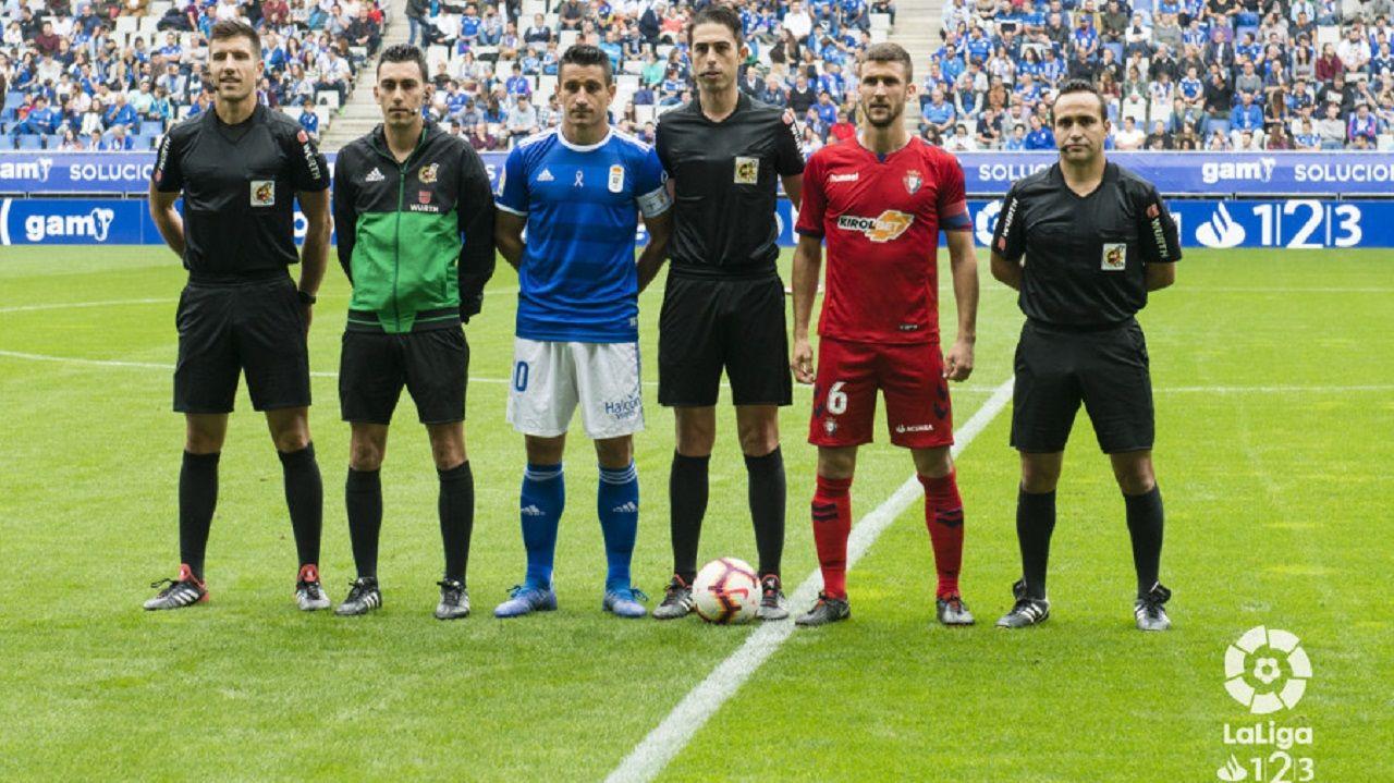 Egea Requexon Real Oviedo.Bikandi Garrido, en el centro, antes del Oviedo-Osasuna