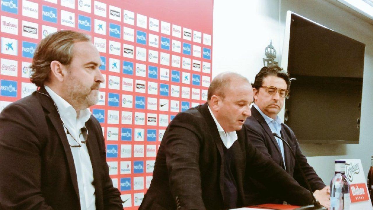 Javier Martínez procede a leer el comunicado oficial del Sporting.
