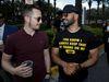 Enrique Tarrio (derecha) estuvo en la reaparición pública de Trump, a principios de marzo, en la conferencia conservadora de Orlando