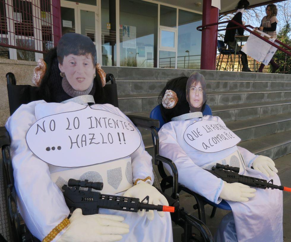 Comadres de Auxilia, en sillas de ruedas y bien armadas