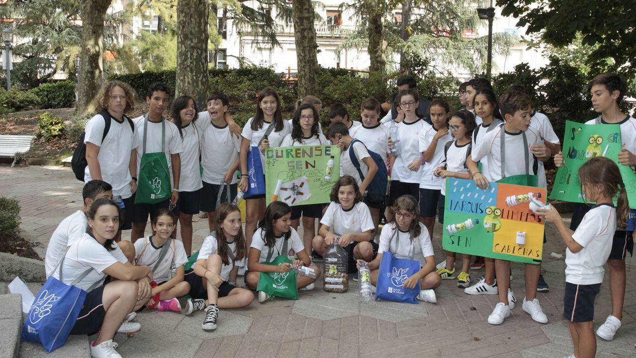 El cuidado del medio ambiente, pilar del colegio Rodríguez Xixirei.Parque de san Lázaro //Voz Natura  Recogida de colillas por parte de alumnos del Divina Pastora  Lo ecovigilantes
