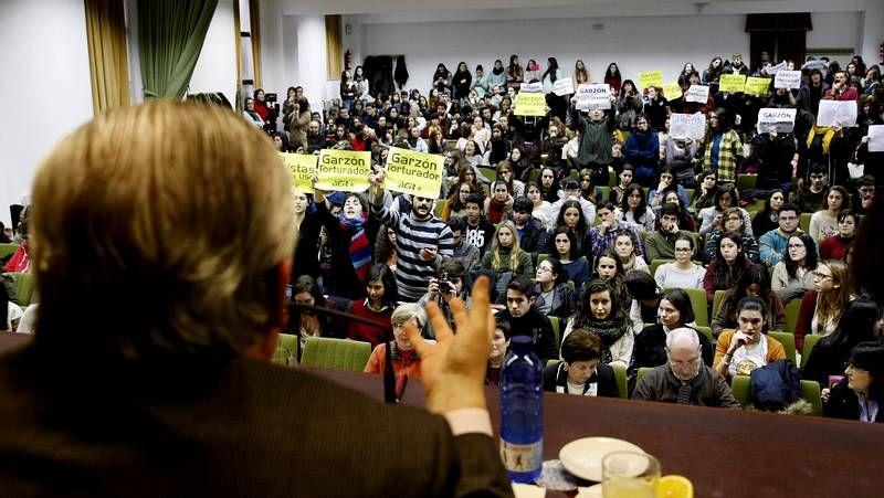 Boicotean dos charlas de Baltasar Garzón en la USC.El juez Silva acaba de presentar un libro en el que disecciona la Justicia en España.