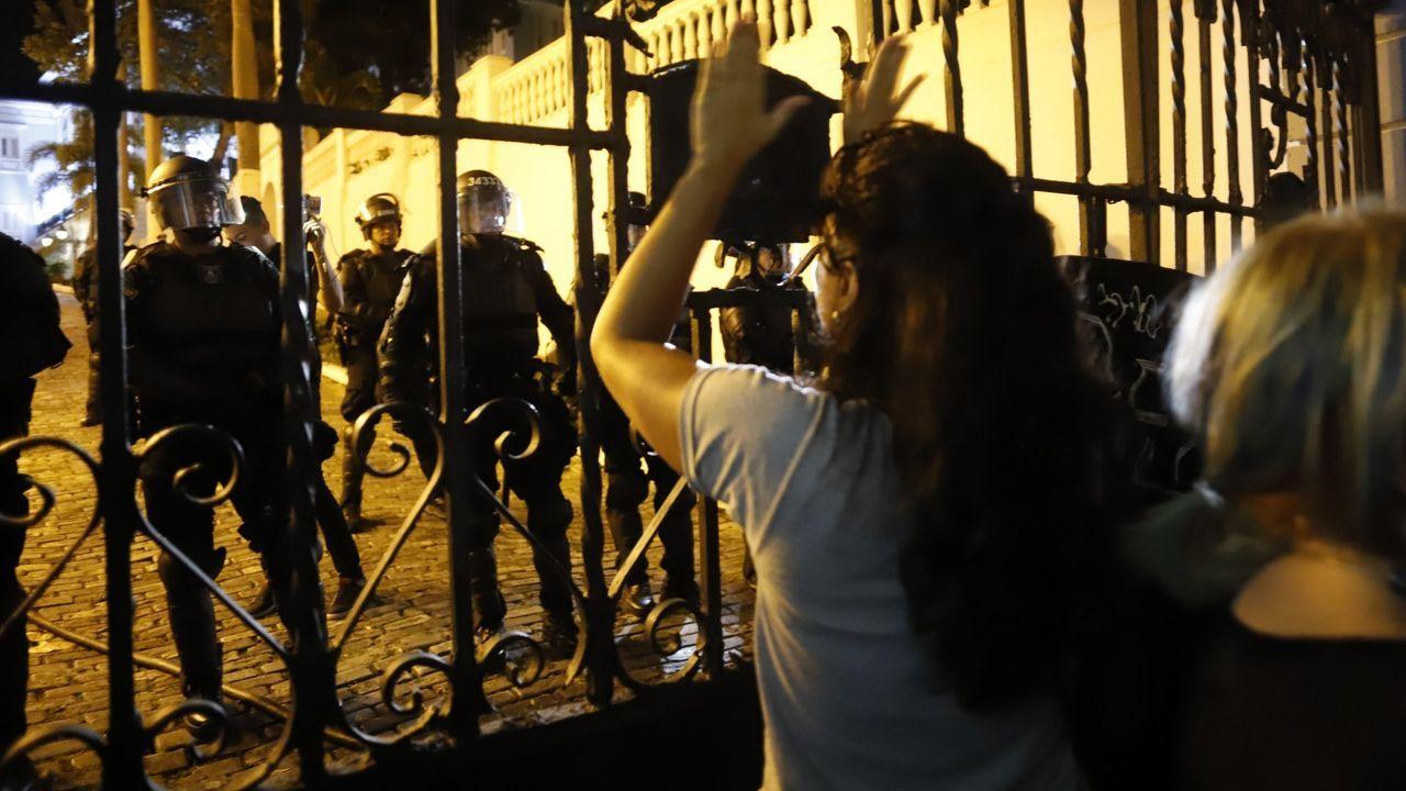 Entrada a la estación de tren de Gijón. ferrocarril.Centenares de manifestantes se concentraron el pasado fin de semana ante la residencia del gobernador de Puerto Rico, Ricardo Rosselló, para pedir su dimisión