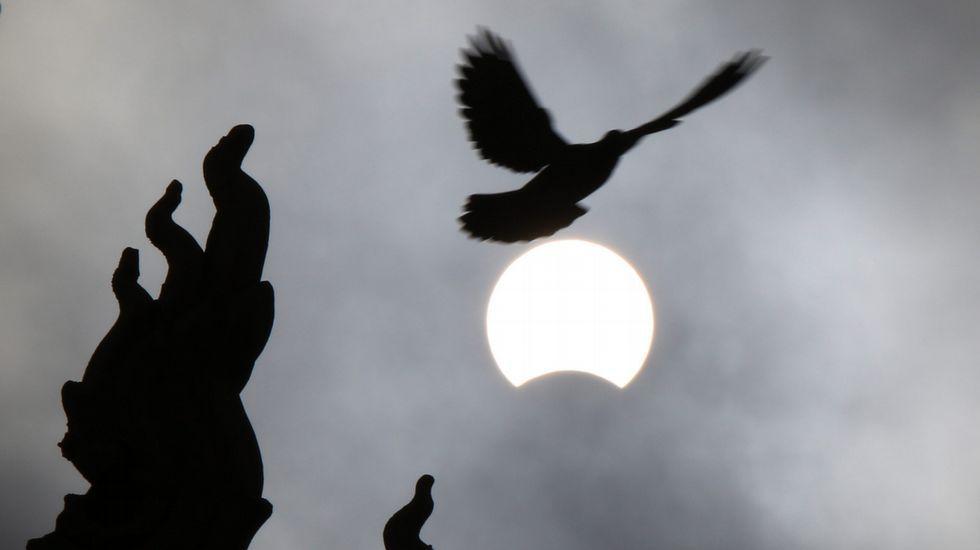 El eclipse, visto desde Camboya.
