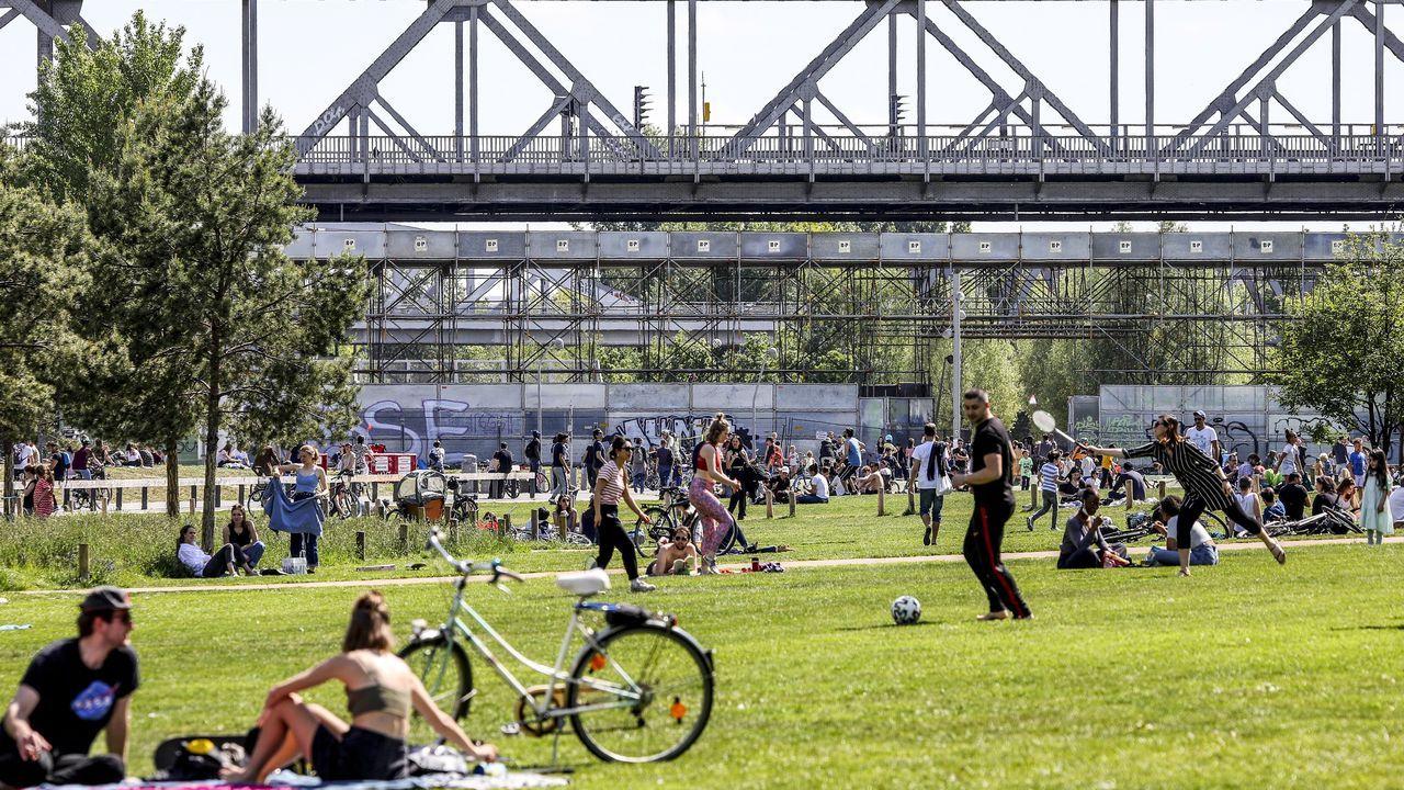 Los berlineses disfrutaron ayer de elevadas temperaturas, por ejemplo en el parque Gleisdreieck