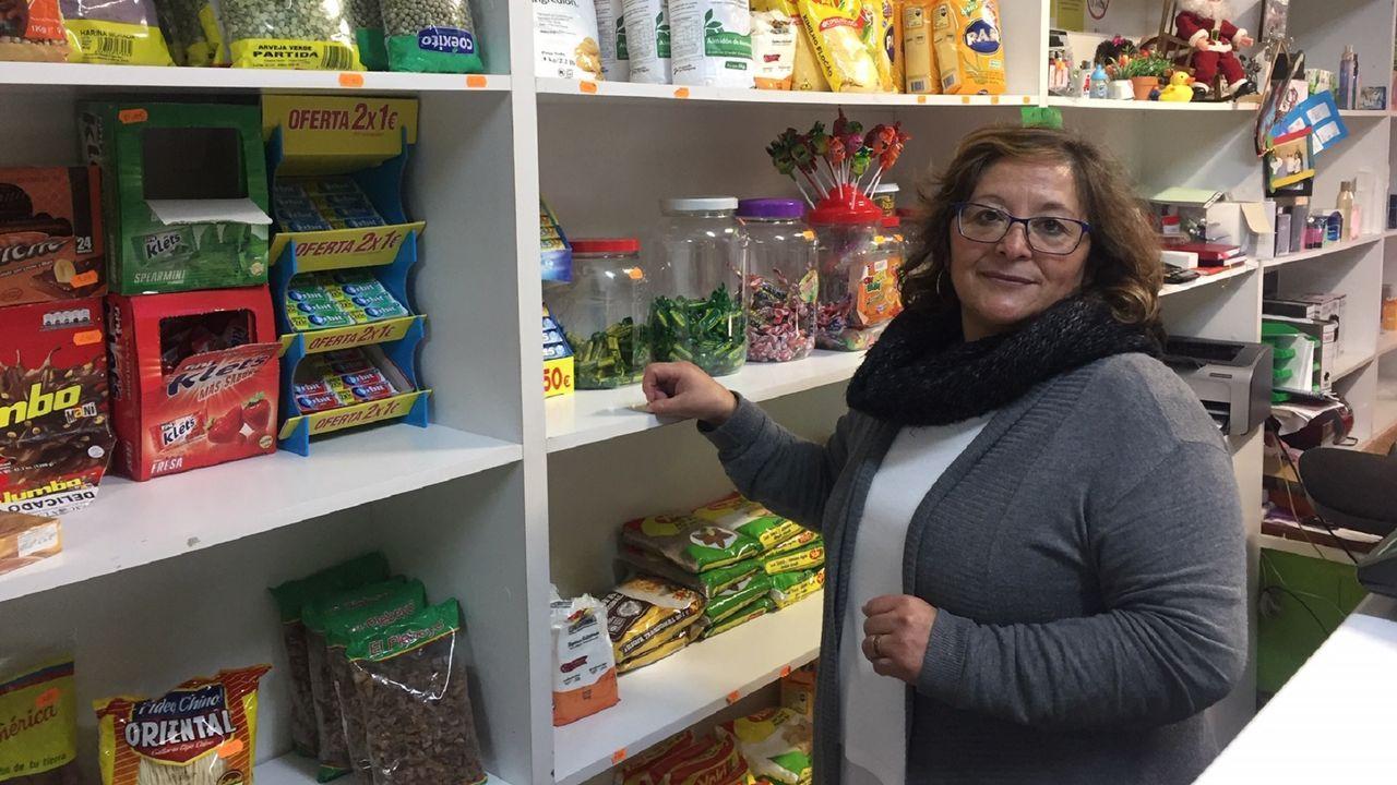 La ecuatoriana Jacqueline Flores comanda el locutorio y tienda La Magdalena desde hace cuatro años