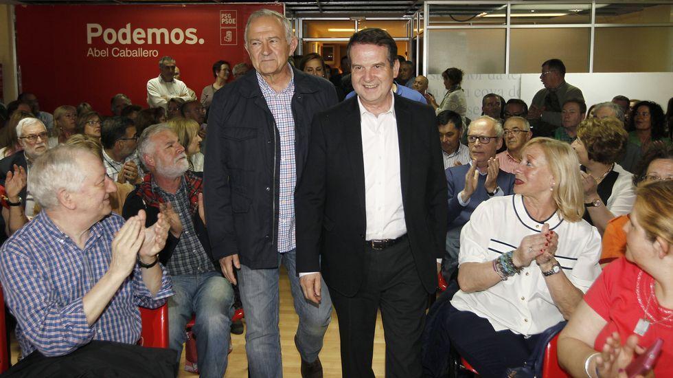 Méndez Romeu se ve ganador.Méndez Romeu y Leiceaga votando en A Coruña y en Santiago