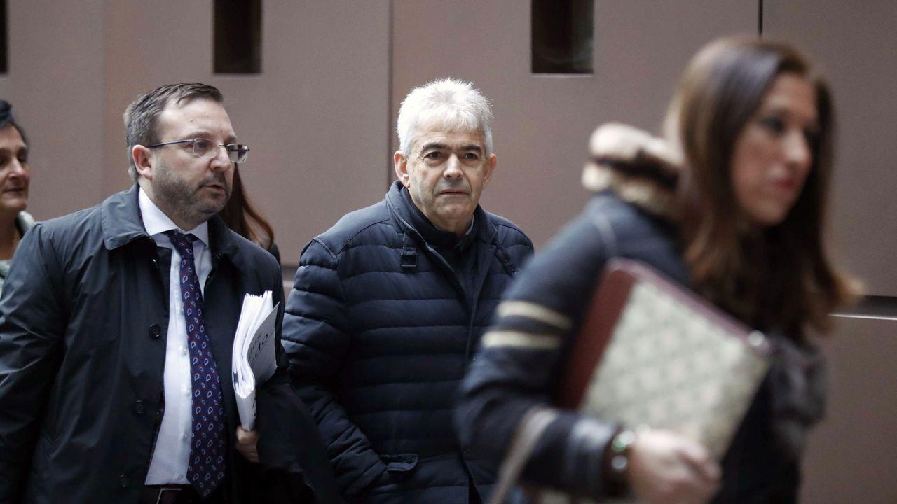 El alcalde de Somiedo, Belarmino Fernández, a su llegada al juicio