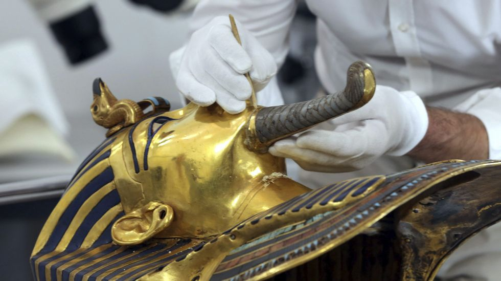 Hay algo tras los muros de tumba de Tutankamón