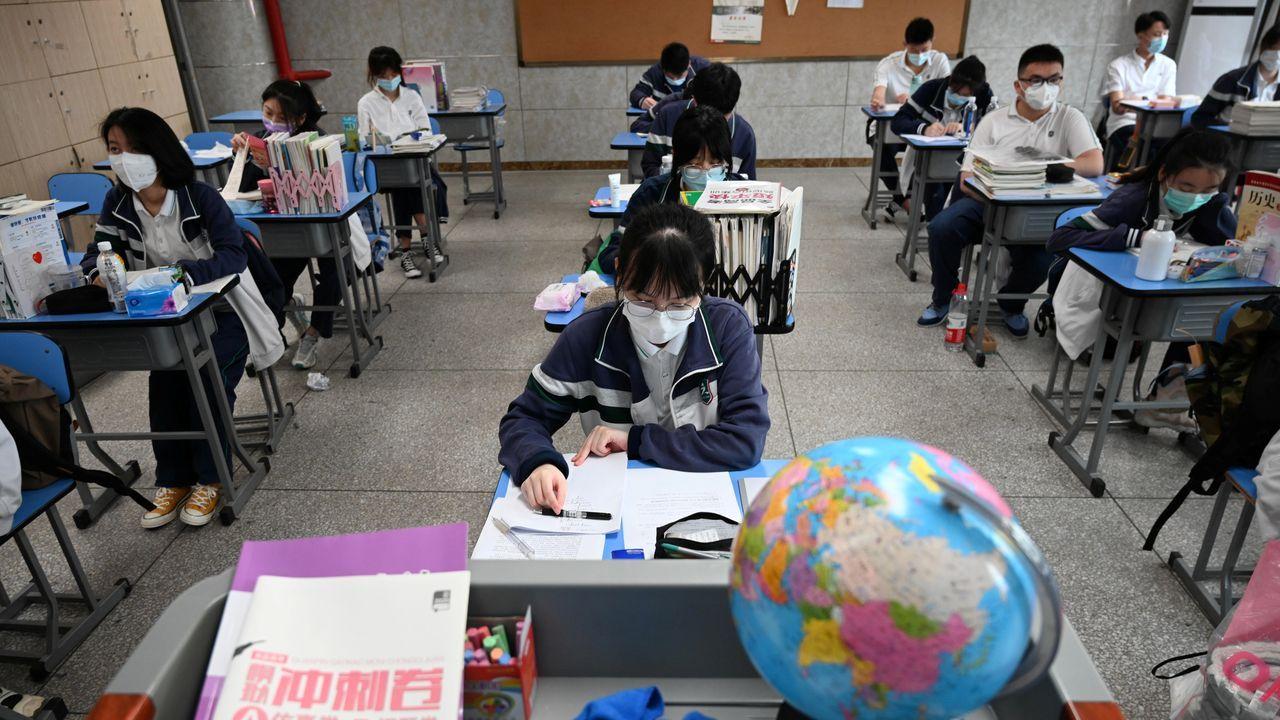 Hoy han regresado a clase los estudiantes de secundaria de Wuhan
