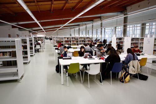 Biblioteca Pública de Ourense.Amplitud, silencio y luminosidad definen el nuevo edificio de San Francisco.