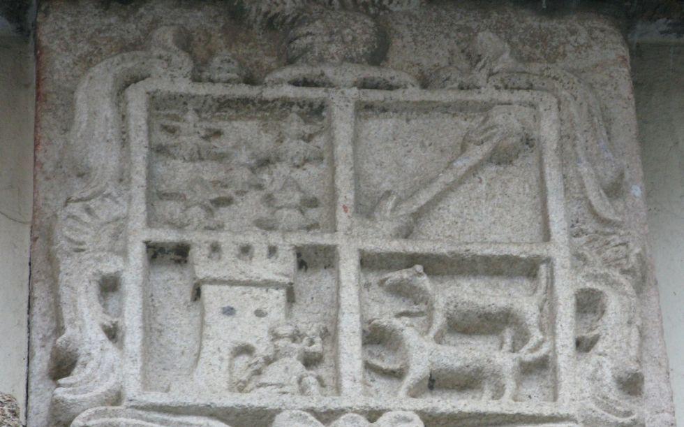 Piedra de armas del pazo conocido como Casa de la Torre.