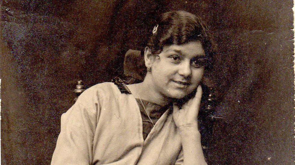 Una joven de la época