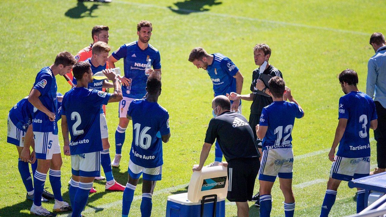 Ziganda Real Oviedo Athletic de Bilbao Carlos Tartiere.Ziganda da instrucciones a sus jugadores durante el amistoso ante el Athletic de Bilbao