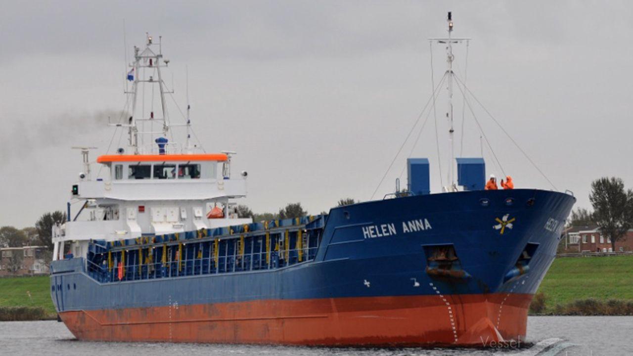 Rescate de los tripulantes de un velero hundido frente a las costas de Gijón