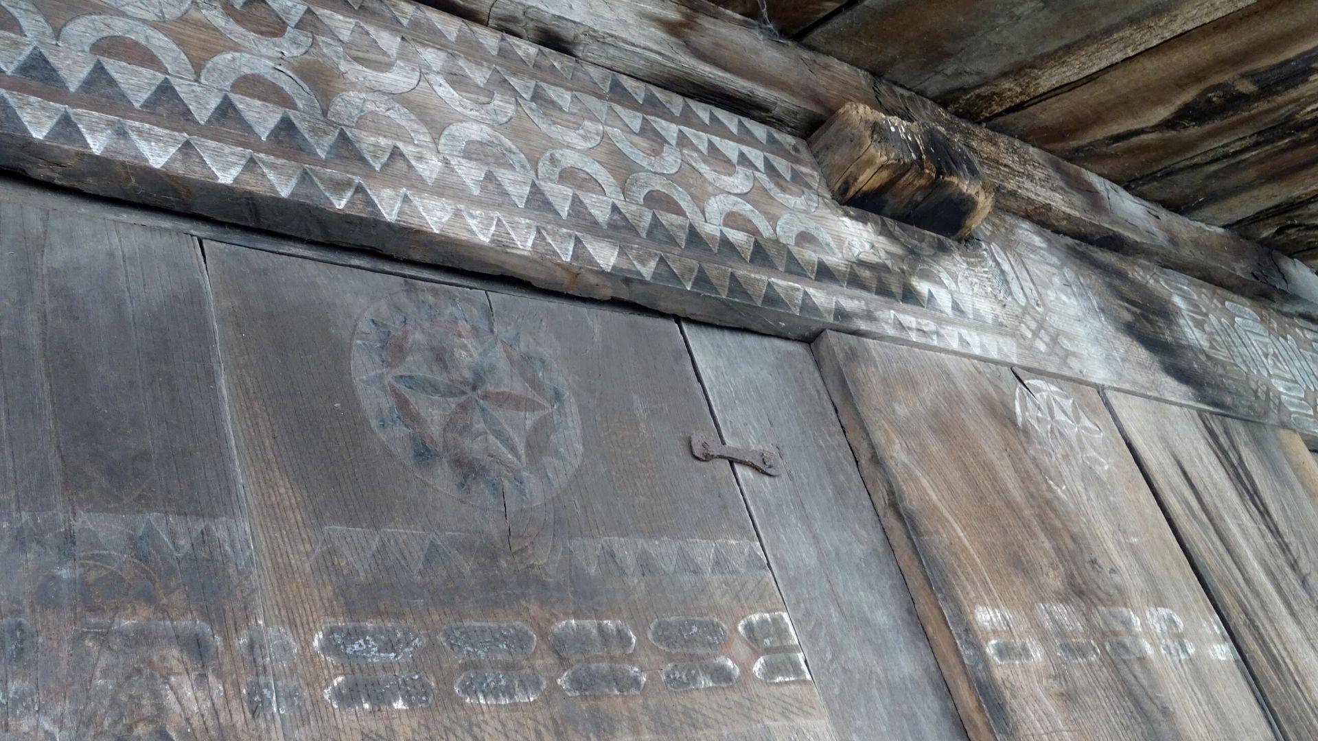 Un detalle de la destacada decoración pintada de este horro estilo Vilaviciosa