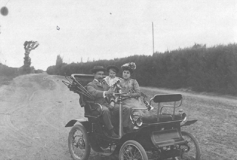 La pared hacia la cima de la ciudad.El coche de Adrián Morados Veres, en imagen, fue el primero que circuló por la Pampa argentina.
