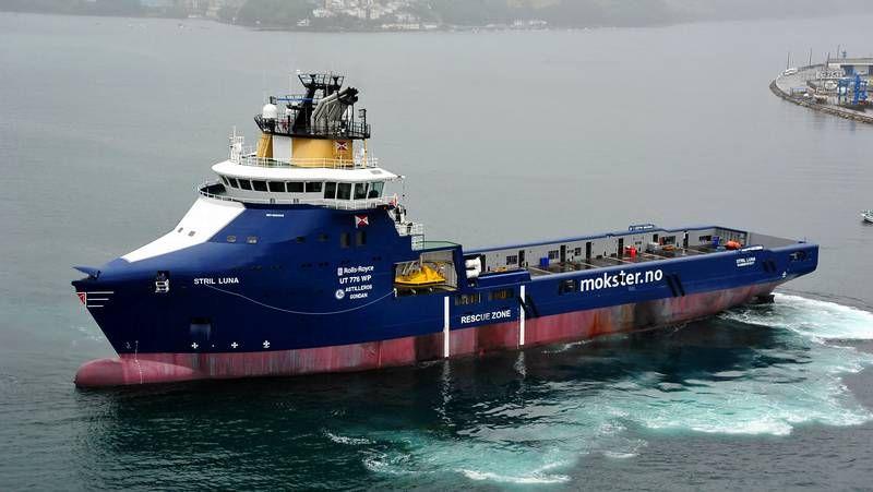 El «Stril Luna», el último barco construido por Gondán, diseñado por Rolls Royce Marine, saliendo hace unos días de la ría de Ribadeo hacia Gijón.