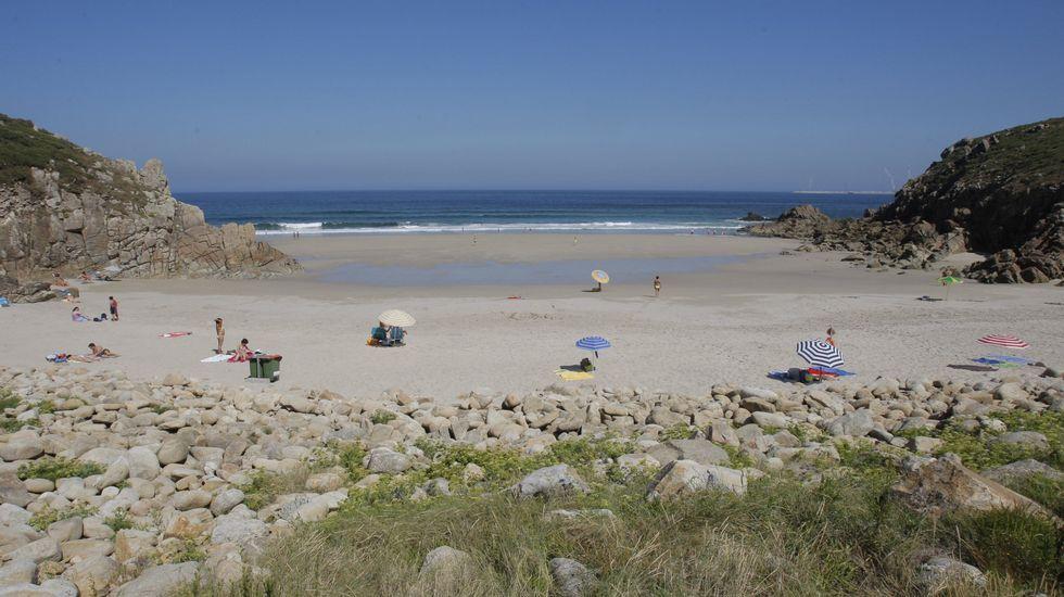 Playa de Retorta, en Boiro.Playa de Valcovo