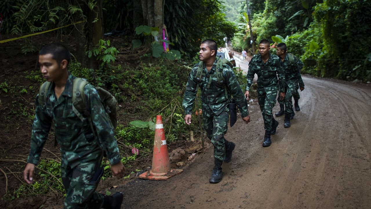 Las imágenes del rescate en la cueva de Tailandia.Las autoridades le rinden un homenaje a Saman Kunan, de 38 años, quien murió al intentar rescatar a los niños y a su entrenador.