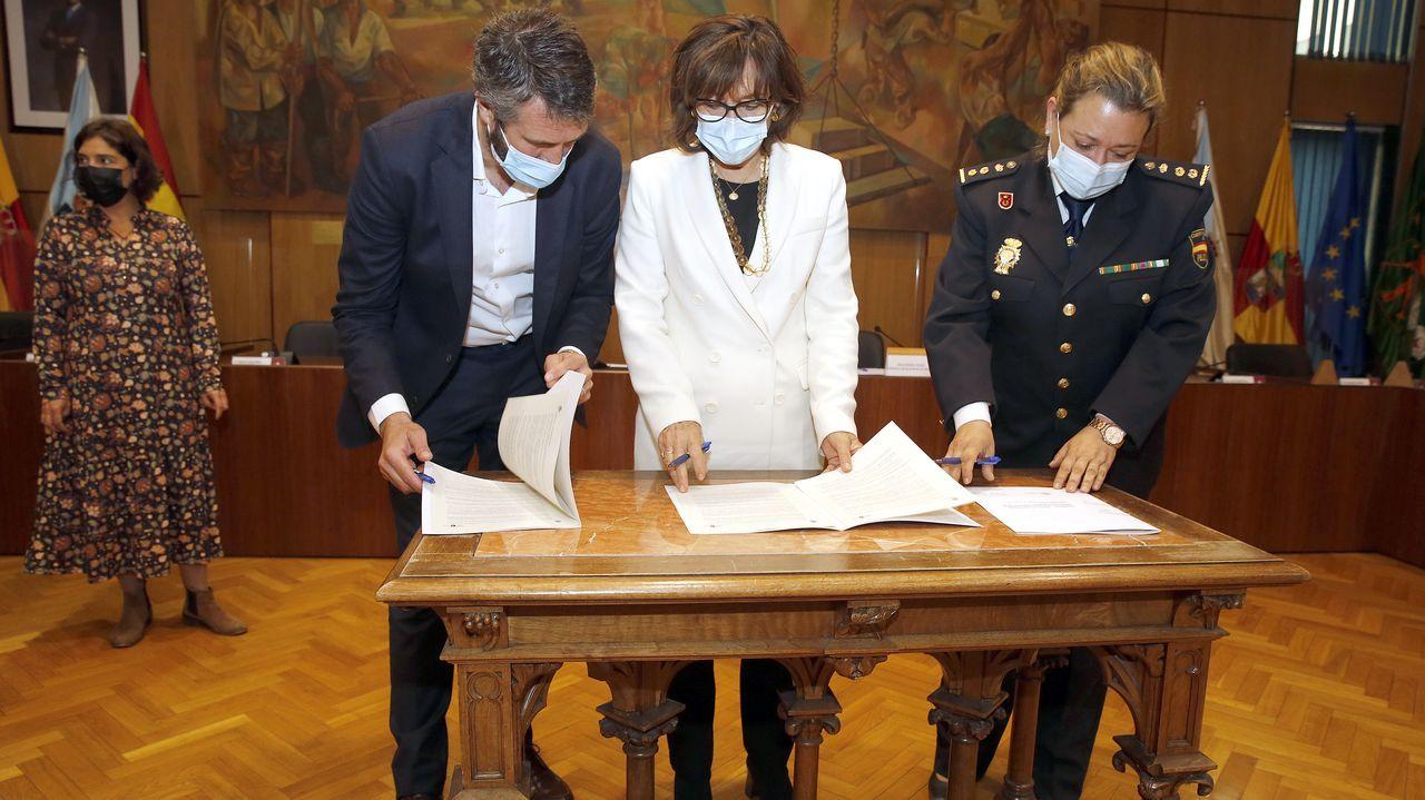 Concentración por la sanidad pública.Vacunación contra el covid en el recinto ferial de Pontevedra para el grupo de edad de 60 a 65 años