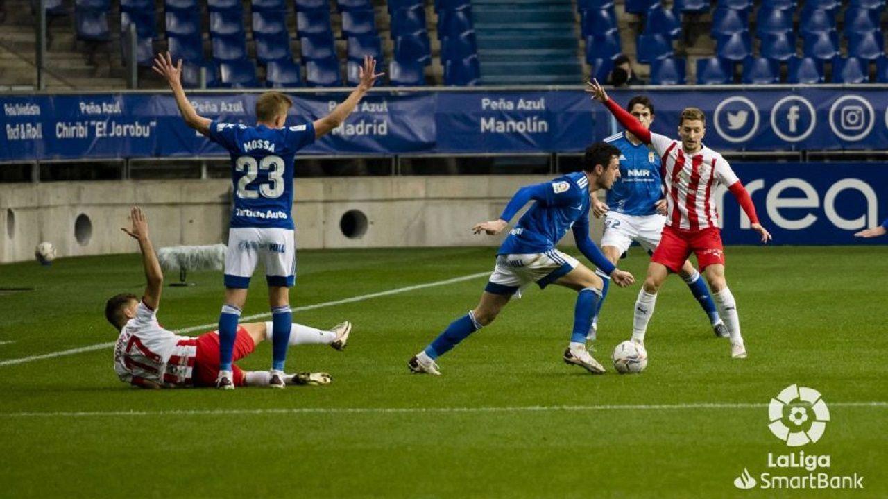 Borja Sanchez Corpas Balliu Mossa Blanco Leschuk.Borja Sánchez trata de llevarse un esférico ante Corpas y Balliu