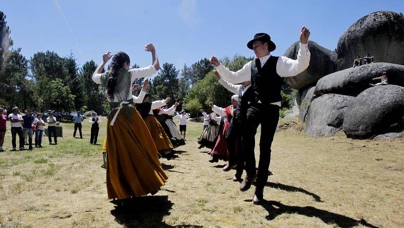 GUARDIANES DE NUESTRA SEGURIDAD.<span lang= es-es >Música tradicional</span>. Pandereteiras de Monforte ayer en las fiestas de A Penela.