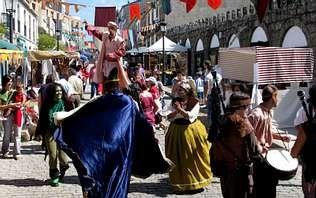 Varios espectáculos recrearon el ambiente medieval en la Feira do Románico de Negreira