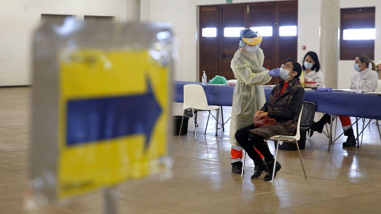 Entrada al servicio de urgencias del hospital Montecelo, en Pontevedra, donde este domingo había 14 pacientes covid en planta y 5 graves en la uci