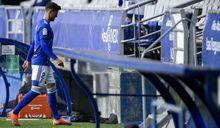 Simone Grippo abandona el terreno de juego tras su expulsión ante la UD Logroñés