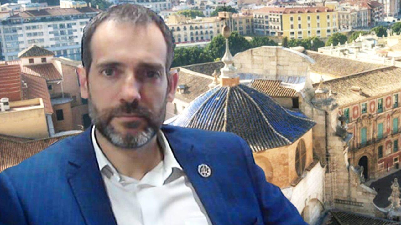 Díaz Ayuso: «Hoy empieza todo, desde luego para mí».El portavoz del grupo parlamentario de Vox en la Asamblea Regional de Murcia, Juan José Liarte
