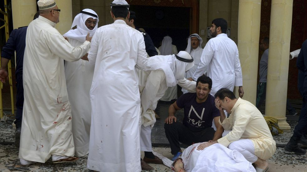 La acción terrorista se produjo durante la oración del mediodía. El templo estaba atestado de gente