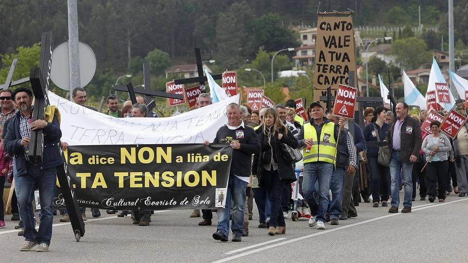 Protesta contra la alta tensión en Arbo....Fiesta de la lamprea